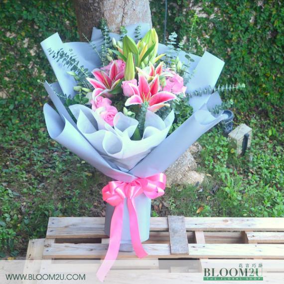 lilies roses bouquet
