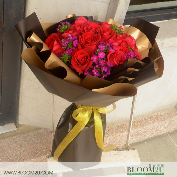 Red Roses for glamorous night