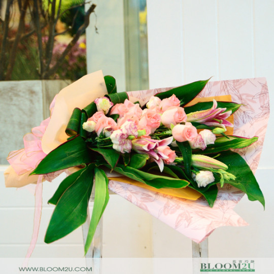 pink roses with eustoma