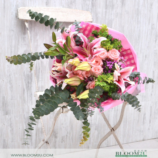 Lily Hand Bouquet