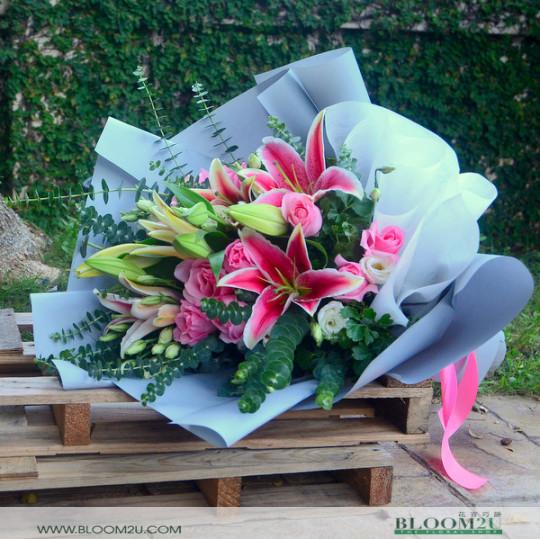 lilies hand bouquet