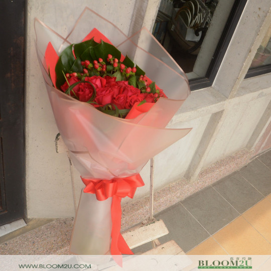 Red berry and roses bouquet