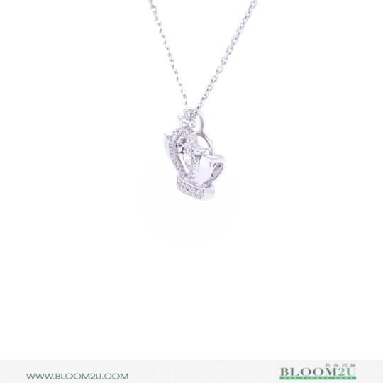 Diamond pendant with necklace